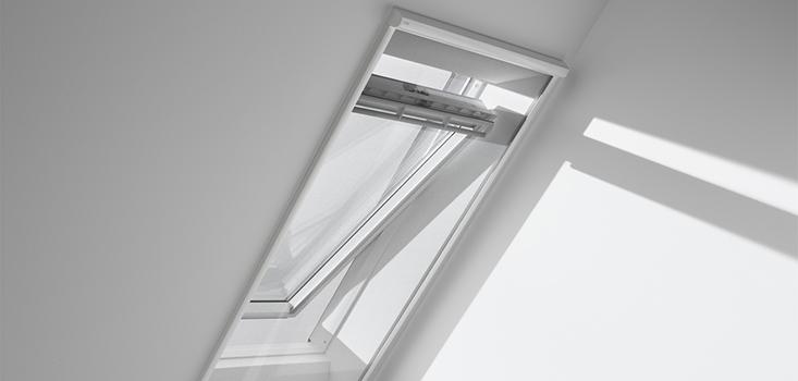 Een insectenhor (ZIL) wordt gemonteerd op de aftimmering van uw dakraam