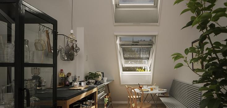 Interieurzijde VELUX buitenzonwering op zonne-energie type MSL | Reduceert zonne-warmte tot wel 72%