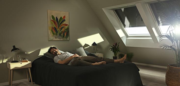 VELUX Rolluiken | Voor als u ook overdag ongestoord in een donkere kamer wil slapen